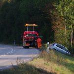 Bil av vägen rv 28 Nävragöl