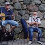 Visor på bakgården Åke och Inge